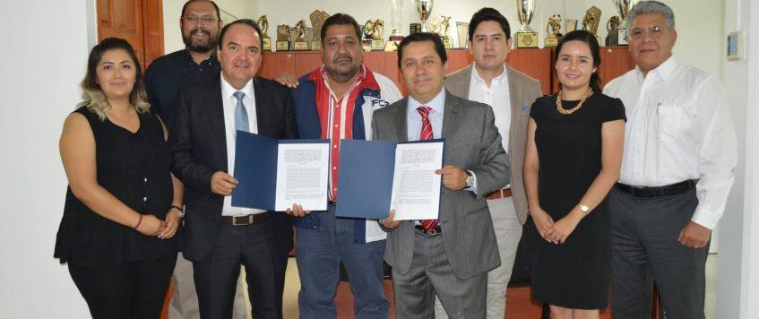 Firma de convenio de entre la Facultad de Contaduría y Administración UAQ y CAMPA